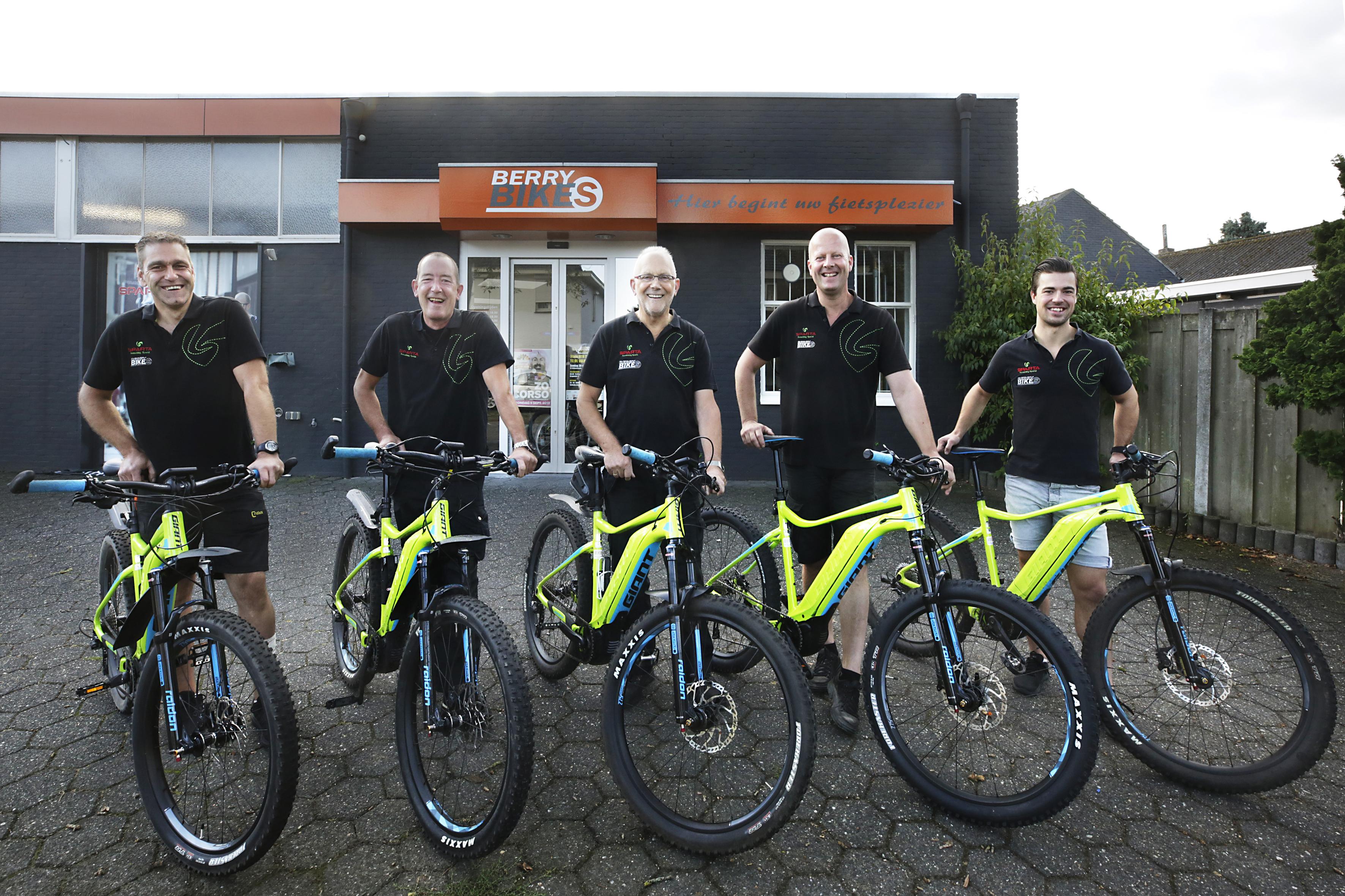 Allemaal op een elektrische mountainbike!!