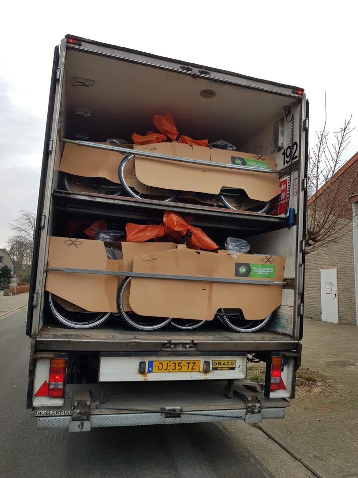 Een volle vrachtwagen sparta fietsen!
